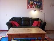 Bank en woonkamertafel van de Mielgong
