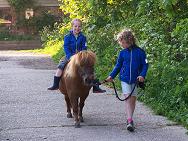Ponyrijden op de boerderij